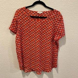 Patterned blouse with flattering fit